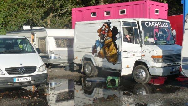 Cirque sur L'eau orleans 2012 partie 2 : les convois des artistes !!
