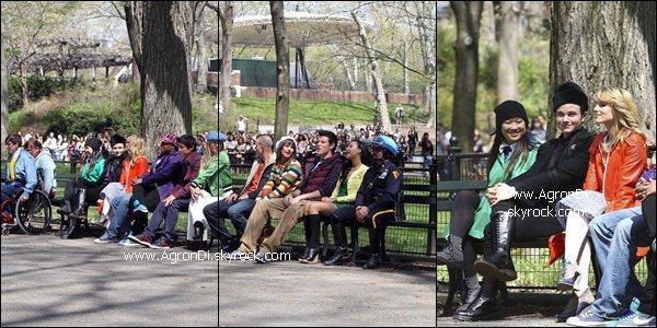 _______________________________________On the set_________________________________ Quelques photos du tournage en complément des autres photos. Ca a l'air d'être la fête ici. Une victoire pour les New Directions au nationales ? Et oui, Naya Rivera eh bien là ;)