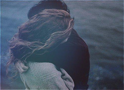 C'est comme une ombre.Quand je regarde le soleil.Un ciel trop sombre.Je ne trouve plus le sommeil.Comme un vertige.Je perd le contrôle de mon coeur.Je me dirige mais pense toujours à faire une erreur.Il n'y a que toi.Qui peut illuminer ma route.Quand t'es pas là.Je suis toujours dans le doute.Il n'y a que toi.Qui pourra me delivrer.Quand t'es pas là.Je ne fais toujours qu'espérer...