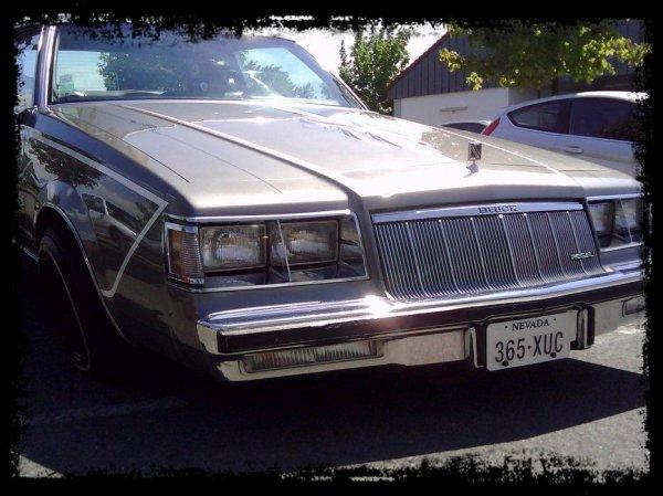"Vue dans la Rue: ""Buick Regal LOW RIDER"""