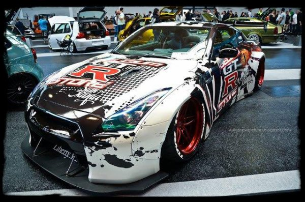 Nissan GT-R Liberty Walk LB Performance - Projet de folie ! (Vidéos)