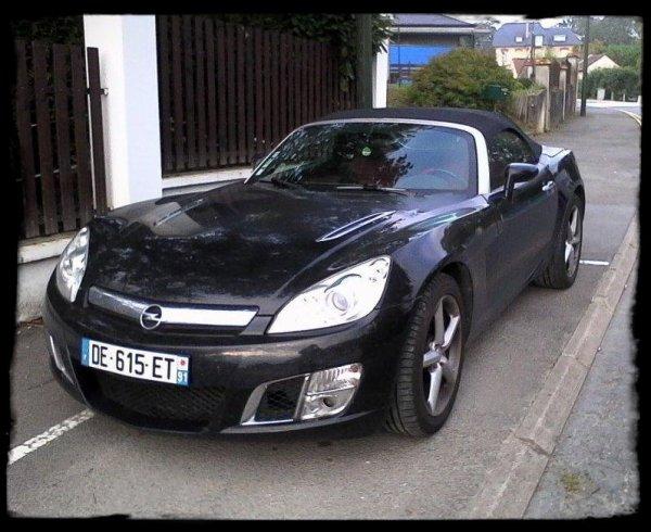"""Vue dans la rue: """"Opel Speedster Turbo"""""""