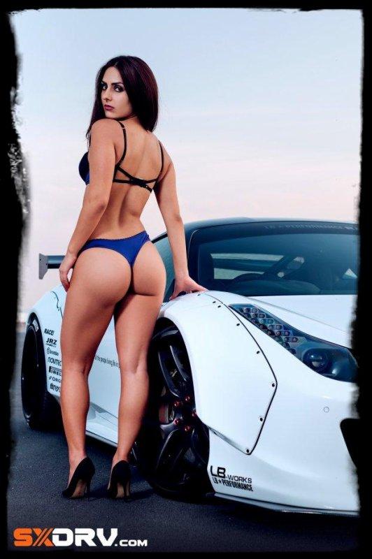 """Un petit aperçu de la nouvelle rubrique """"Sexy et Super Cars"""""""
