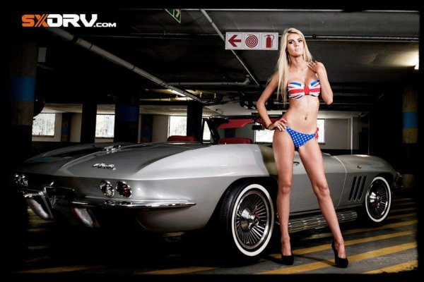"Sexy et Super Car ""Robyn IRWIN - CORVETTE STINGRAY"""