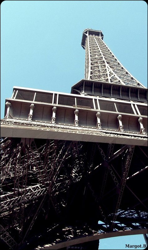 Tour Eiffel  A Paris  ♫.