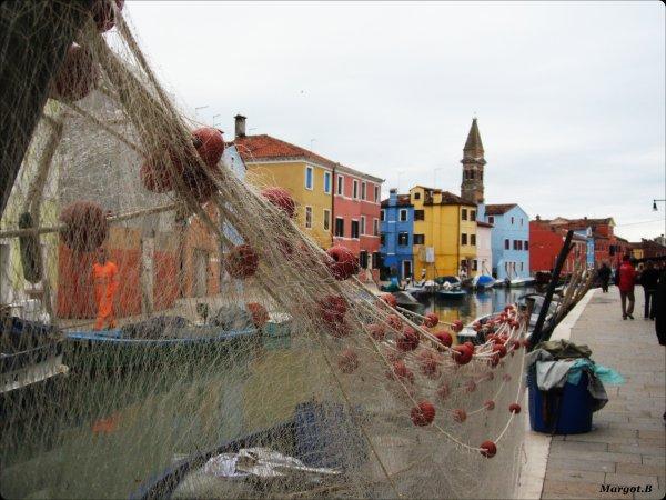 Burano, Italie . Voir la Vie en Couleur ..