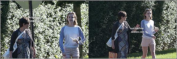 31/07/12 : Emma avait été vue profitant tu soleil avec sa maman dans les Hamptons dans New York City