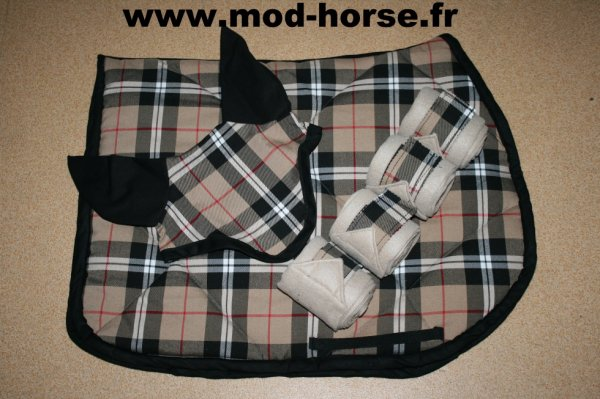 "Ensemble bonnet + tapis + bandes ""Burberry"""