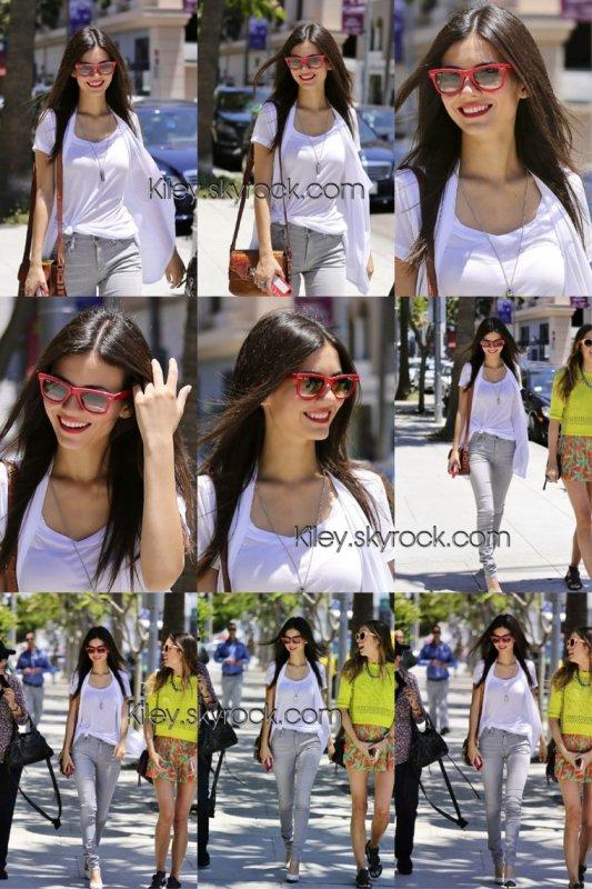 """Le 30/05/2014 Victoria était aperçu dans les rues de Beverly Hills accompagnée de sa mère & de sa styliste , entrain de faire du shopping + le 31/05/2014 vic était aperçu dans un club , pour fêter l'anniversaire de sa s½ur accompagner de ses proches + le 05/06/2014 vic était à l'avant-première du documentaire """" Spent : Looking for change """" à L.A"""