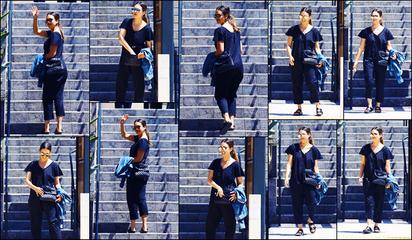 -09/06/2018- ─ Jessica Alba a été photographiée, alors, qu'elle se promenait dans les rues dans la ville dans Beverly Hills.Notre actrice Jessica allait fêter l'anniversaire de Honor en compagnie de sa mère, ses filles et sa belle-mère. Concernant sa tenue, c'est un très gros flop.