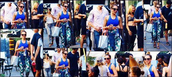 -11/09/2018- ─ Jessica Alba a été photographiée alors qu'elle quittait son cours de gym étant dans la ville à Los Angeles !Notre belle actrice se remet bien au sport puisqu'elle nous fait uniquement des sorties comme cela... Concernant sa tenue, j'adore son legging, un top !