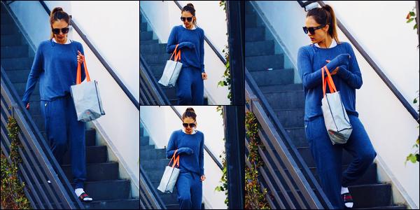 -08/09/2018- ─ Jessica Alba a été photographiée alors qu'elle quittait son cours de gym étant dans la ville à Los Angeles !Notre belle actrice repointe le bout de son nez en ce début de septembre après quelques temps sans nouvelles ! Concernant sa tenue, c'est un petit top...