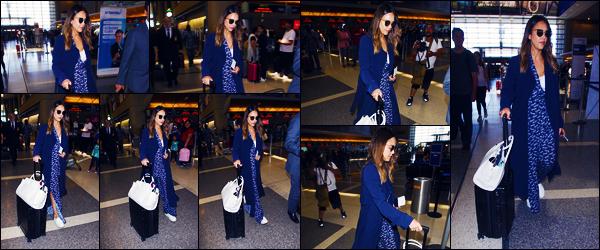 -10/06/2018- ─ Jessica Alba a été photographiée, alors, qu'elle arrivait à l'aéroport de : « LAX », étant, dans Los Angeles !Notre actrice Jessica A. a donc pris un envol pour une destination encore inconnue pour nous ! Concernant sa tenue, c'est un très gros top pour ma part !