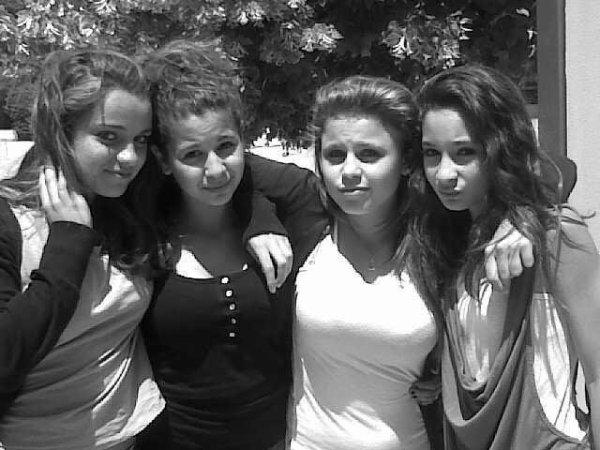 Les bons amis sont comme les étoiles. Tu ne les vois pas toujours mais tu sais qu'ils sont toujours là. ♥