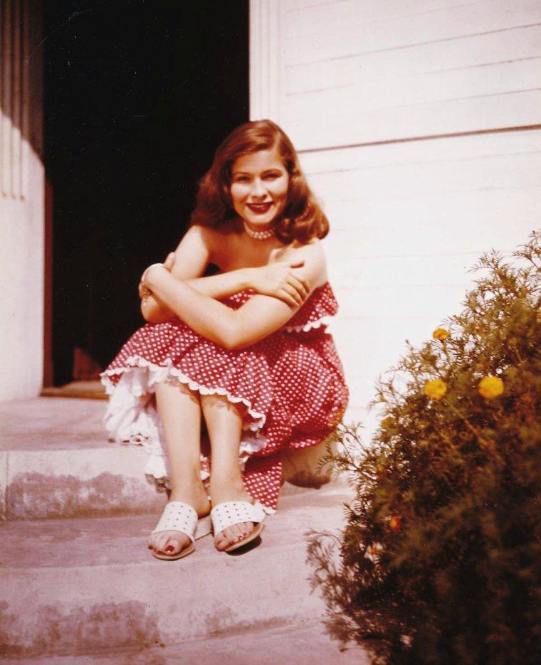 """Nancy OLSON, née le 14 juillet 1928 à Milwaukee (Wisconsin), est une actrice américaine nommée aux Oscars dans la catégorie meilleure second rôle féminin pour """"Boulevard du crépuscule""""."""