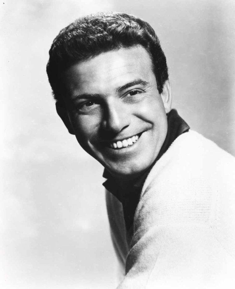 Anthony FRANCIOSA, dit Tony FRANCIOSA, est un acteur américain né le 25 octobre 1928 à New York, État de New York, et décédé le 19 janvier 2006 à Los Angeles (États-Unis).