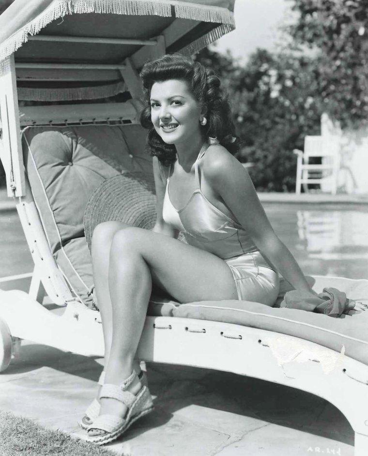 Ann RUTHERFORD est une actrice canadienne et américaine née le 2 novembre 1920 à Vancouver (Canada), et décédée le 11 juin 2012 à Beverly Hills (Californie).