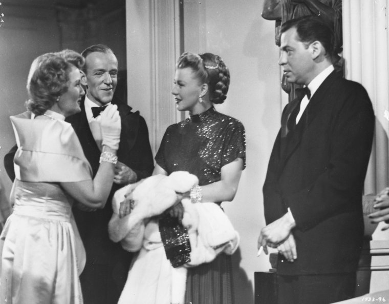 Oscar LEVANT est un pianiste, auteur, compositeur et acteur américain né le 27 décembre 1906 à Pittsburgh, Pennsylvanie (États-Unis), décédé le 14 août 1972 à Beverly Hills (Los Angeles). Oscar LEVANT s'installe en 1922 à New York, avec sa mère, Annie, juste après le décès de son père, Max. Il fut marié avec l'actrice Barbara WOODELL. Il se marie en secondes noces avec l'actrice et chanteuse June GALE en 1939, et restera marié avec elle jusqu'à sa mort. Il eut trois enfants de son second mariage, Marcia, Lorna et Amanda. Il meurt à 65 ans d'une crise cardiaque et repose au Westwood Village Memorial Park Cemetery de Los Angeles. Il était hypocondriaque.