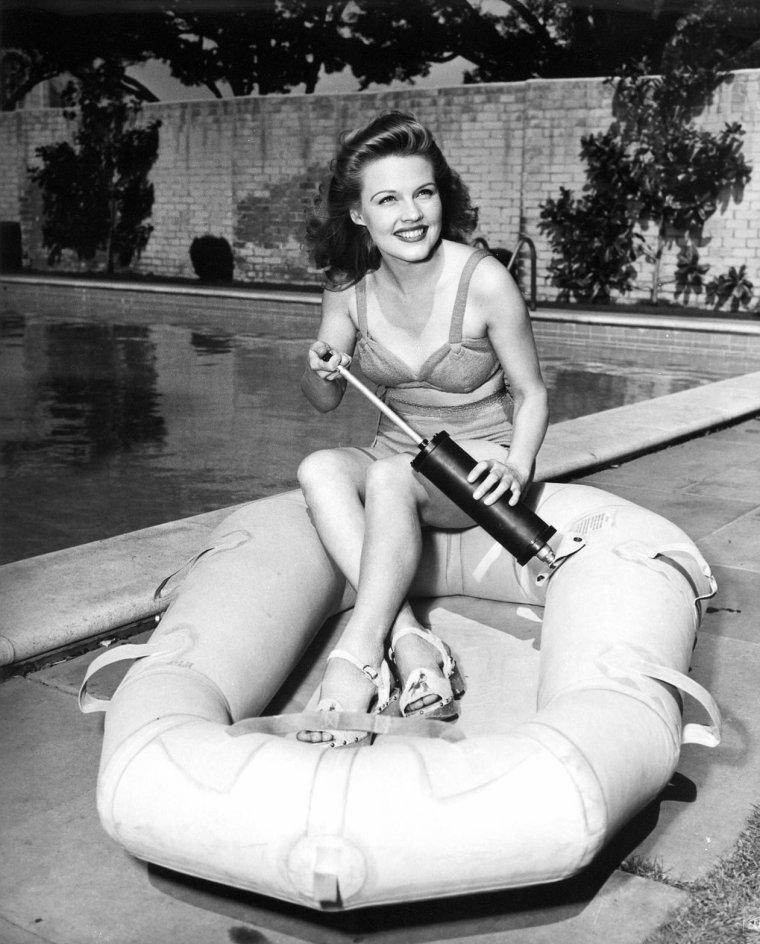 Gale ROBBINS est une actrice et chanteuse américaine (7 Mai 1921 - 18 Février 1980).