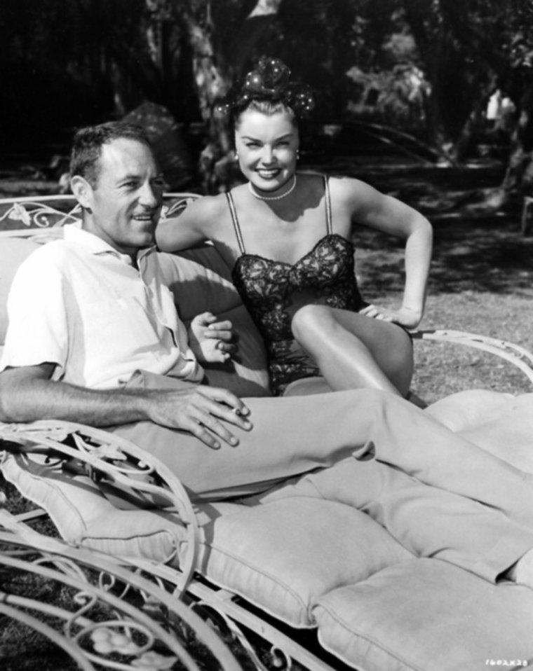 REALISATEUR / Charles WALTERS est un réalisateur américain, né le 11 novembre 1911 et décédé le 13 août 1982. (photos, Charles WALTERS en compagnie de Shirley MacLAINE et Carmen PHILLIPS, Esther WILLIAMS ou encore John PATRICK, Saul CHAPLIN et Grace KELLY).