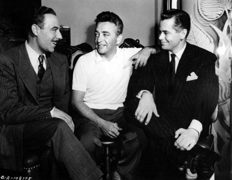 """Charles VIDOR (27 juillet 1900 – 4 juin 1959) était un réalisateur de cinéma. Né Vidor Károly dans une famille juive de Budapest en Hongrie, VIDOR s'est fait connaître durant les dernières années du cinéma muet. Il s'est marié trois fois, dont deux avec des actrices, Karen MORLEY de 1932 à 1943, et Evelyn KEYES de 1943 à 1945. VIDOR est mort à Vienne en Autriche d'une attaque cardiaque. Une étoile lui est dédié sur le Hollywood Walk of Fame, 6676 Hollywood Boulevard en Californie, pour sa contribution à l'industrie du cinéma. Charles VIDOR est né le 27 juillet 1900 dans la ville de Budapest, en Hongrie. Il fait ses études aux universités de Budapest et de Berlin, puis se tourne vers l'ingénierie civile, tout en développant un intérêt pour la musique, l'écriture, et la sculpture. Lieutenant d'infanterie durant la Première Guerre mondiale, il est blessé à trois reprises et reçoit quatre décorations. Au lendemain de la guerre, il rejoint la UFA (principale société de production allemande) et apprend les métiers de monteur et d'assistant réalisateur. En 1924, il décide de tenter sa chance aux États-Unis, choisissant la ville de New York pour débuter, où, manquant de contacts, chante un temps comme baryton-basse dans une compagnie jouant les opéras de WAGNER. Finalement, en 1927, il gagne Hollywood et fait valoir son expérience de monteur et assistant réalisateur. Son premier essai, un court métrage intitulé """"The Bridge"""" lui permet de signer un contrat avec la MGM. En 1932, il codirige, sans être crédité, """"Le Masque d'or"""", avec Charles BRABIN, et signe enfin son premier film hollywoodien l'année suivante avec """"Sensation Hunter"""". Toutefois, c'est """"Double Doors"""", en 1934, petit thriller aux tonalités expressionnistes, qui le fait remarquer. En 1935 il passe à la RKO et réalise son premier western, """"The Arizonian"""", dans lequel Richard DIX débarrasse une petite ville de son shérif corrompu. Il enchaine alors avec une comédie familiale (His Family Tree, 1935), un film de déte"""