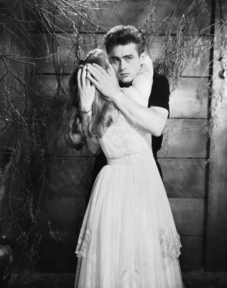 Julie Anne HARRIS est une actrice américaine, née le 2 décembre 1925 à Grosse Pointe, dans le Michigan.