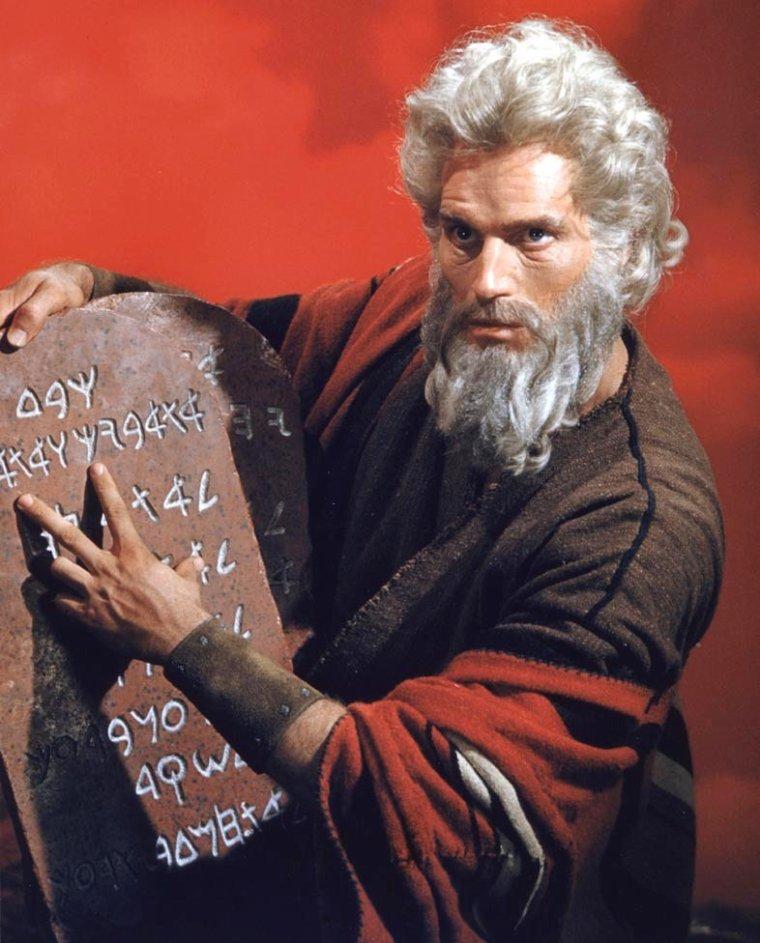 Quels sont les 10 commandements dans la bible ? / 1. Tu n'auras qu'un seul Dieu / 2. Tu ne te prosterneras pas devant les idoles / 3. Tu ne prononceras pas le nom de Dieu en vain / 4. Tu ne travailleras pas le 7ème jour / 5. Tu honoreras ton père et ta mère / 6. Tu ne tueras point / 7. Tu ne commettras pas d'adultère / 8. Tu ne voleras point / 9. Tu ne rendras pas de faux témoignage /10. Tu ne convoiteras point