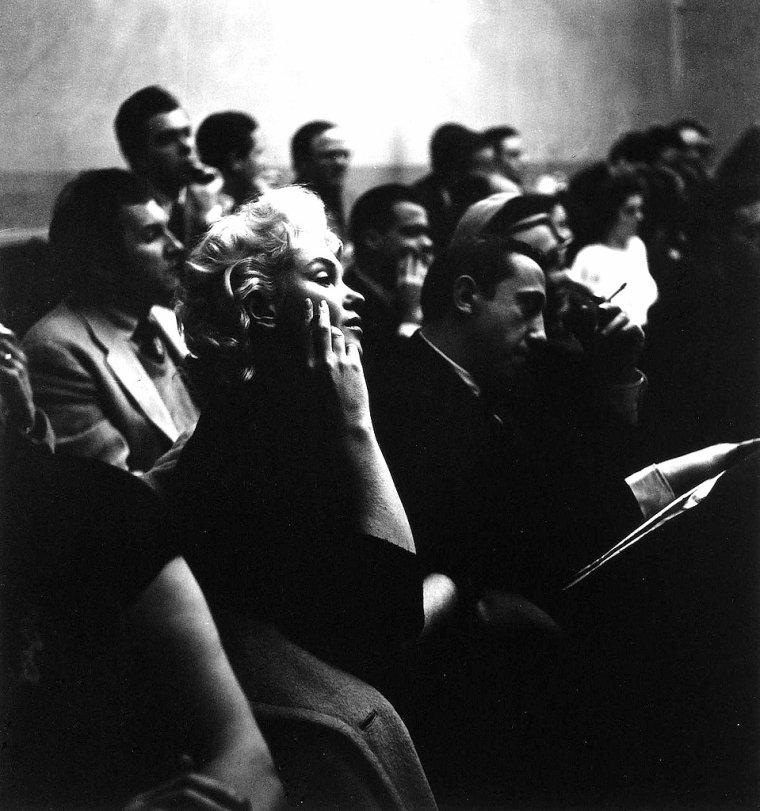L'Actors Studio est une association regroupant des acteurs professionnels, metteurs en scène et dramaturges, située au Old Labor Stage, 432 West 44ème rue à New York. Consacrée à l'art dramatique, elle a été fondée par Cheryl CRAWFORD, Elia KAZAN et Robert LEWIS à New York en 1947. À l'origine, l'Actors Studio a pour fonction de permettre à des comédiens confirmés de perfectionner leur art dans l'intimité d'un atelier, sans la pression d'un tournage. Dirigé à partir de la méthode créée par STRASBERG suivant le « système » de STANISLAVSKI, née dans ses Cahiers de régie, rédigés à l'occasion de la création des premières pièces de TCHEKHOV, l'Actors Studio connaît son apogée sous la direction de Lee STRASBERG de 1951 à 1982. Tandis que les premiers écrits de STANISLAVSKI privilégiaient une identification physique et psychologique totale de l'acteur avec son personnage, Lee STRASBERG estime que le comédien doit faire exister son personnage, le rendant capable par différents exercices de recréer tout ce qu'il y a à recréer afin de vivre vraiment des circonstances imaginaires à travers sa mémoire affective, répondant à la question : « qu'est ce qui me motiverait pour réagir comme le rôle ? », ou d'autres pratiques comme la substitution, le geste psychologique… : l'acteur doit puiser en lui-même émotions et affects. Ce processus laisse une totale liberté à l'acteur « free will » dans le moment, et donne naissance à un jeu organique, toujours basé sur la vérité. S'appuyant également sur une recherche psychologique très fouillée de la part du comédien, l'Actors Studio, Lee STRASBERG ou la Méthode devient définitivement la référence aux États-Unis pour le théâtre et le cinéma, lorsque d'anciens élèves comme Marlon BRANDO, James DEAN, Montgomery CLIFT ou encore Elizabeth TAYLOR rencontrent le succès. De nos jours, l'Actors Studio est davantage devenu une méthode d'apprentissage du métier d'acteur et de comédien qu'une institution localisée dans un lieu, ayant essaimé partout a