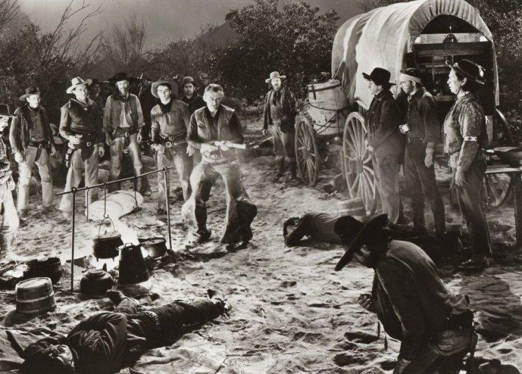 """FILM / """"La Rivière rouge"""" (Red River) est un film américain (1948) d'Howard HAWKS, avec John WAYNE, Montgomery CLIFT, Joanne DRU, Walter BRENNAN, Coleen GRAY, John IRELAND, Harry CAREY et Harry CAREY Jr, Hank WORDEN. / SYNOPSIS / Tom DUNSON a construit un empire du bétail avec son fils adoptif, Matthew GARTH. Ensemble, ils partent avec un troupeau de dix mille bêtes à convoyer du Texas au Missouri. La tyrannie de Tom pousse Matthew à se rebeller, reprenant alors seul la tête du convoi. Mais Tom le retrouvera... / """"La Rivière rouge"""" est le film des premières : c'est le premier western de HAWKS, la première fois qu'il dirige John WAYNE et le premier film de Montgomery CLIFT découvert par HAWKS. Pour la distribution, HAWKS avait tout d'abord envisagé d'engager Gary COOPER (Tom) et Cary GRANT (Cherry). / Howard HUGHES a retardé la sortie du film en accusant HAWKS d'avoir plagié """"Le Banni"""" que HAWKS avait pourtant en partie réalisé. Il faudra l'intervention de John WAYNE pour calmer le milliardaire alors fâché avec HAWKS."""