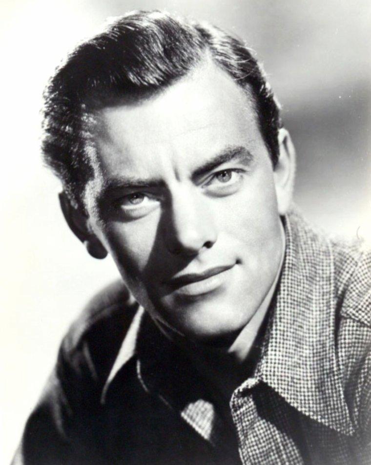 John IRELAND est un acteur, producteur et réalisateur américain né le 30 janvier 1914 à Vancouver (Canada), et décédé le 21 mars 1992 à Santa Barbara, en Californie (États-Unis).