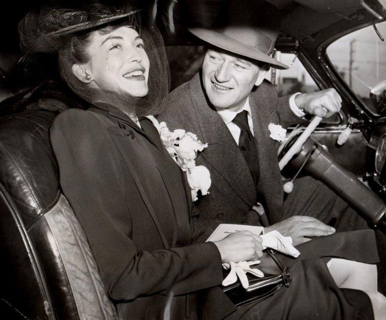 COUPLE DE LEGENDE / John WAYNE et l'actrice Mexicaine Esperanza BAUR-DIAZ, qu'il épousa le 17 Janvier 1946 pour divorcer le 1er Novembre 1954.