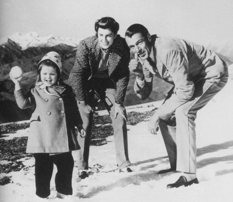 COUPLE DE LEGENDE / Gary COOPER se marie une seule fois, avec l'actrice Veronica BALFE, aussi connue sous le pseudo de Sandra SHAW, le 15 Décembre 1933, avec qui il aura une fille... Seule la mort de COOPER survenue le 13 Mai 1961, les séparera...
