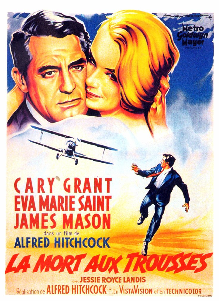 """FILM / """"La Mort aux trousses"""" (North By Northwest) est un film américain réalisé par Alfred HITCHCOCK et sorti en 1959 avec dans les rôles principaux, Cary GRANT, Eva Marie SAINT, Jessie ROYCE LANDIS, Leo G CARROLL, Josepine HUTCHINSON, Philip OBER, Martin LANDAU ou encore Adam WILLIAMS / SYNOPSIS / Un publicitaire new-yorkais, Roger THORNHILL (Cary GRANT), a un rendez-vous d'affaires au Plaza Hotel. Mais il y est enlevé à la suite d'un malentendu : ses ravisseurs le prennent pour un certain George KAPLAN. THORNHILL est amené dans la somptueuse maison de Mr TOWNSEND. Il fait la rencontre de ce dernier, qui est bien persuadé d'avoir enlevé George KAPLAN. THORNHILL refusant de coopérer avec ses ravisseurs, l'assistant de Mr TOWNSEND, Leonard, lui fait avaler une bouteille entière de whisky. Puis, aidé d'un autre sbire de TOWNSEND, il le met dans une voiture volée, et pousse celle-ci en direction d'un ravin afin de faire croire à un accident. Mais Roger THORNHILL, qui réussit à reprendre ses esprits, empêche la chute mortelle dans le ravin et roule, jusqu'à ce qu'il se fasse arrêter par la police. En état d'ébriété, il passe la nuit dans une cellule. Le lendemain, personne ne croit à son histoire, pas même sa mère. Les enquêteurs se rendent à la maison de Mr TOWNSEND. La femme de celui-ci les informe que son mari tient l'après-midi même un discours aux Nations-Unies. Les enquêteurs sont alors persuadés que THORNHILL ment. Mais le publicitaire, bien déterminé à prouver son innocence, se rend à l'hôtel Plaza dans la chambre de George KAPLAN. Après avoir interrogé le personnel, il se rend compte que personne n'a jamais vu le mystérieux KAPLAN. Après avoir réussi une fois de plus à échapper aux sbires de TOWNSEND, Roger THORNHILL se rend aux Nations-Unies. Il y demande à rencontrer Mr TOWNSEND, mais quelle n'est pas sa surprise : ce n'est pas le même homme que la veille au soir. Au moment où il comprend que l'homme qui occupait la maison de TOWNSEND n'était pas TOWNSEND, m"""