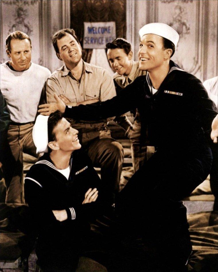 """FILM / """"Escale à Hollywood"""" (Anchors Aweigh) est un film musical américain réalisé par George SIDNEY, sorti en 1945. Avec dans les rôles principaux, Gene KELLY, Frank SINATRA, Kathryn GRAYSON, Jose ITURBI, Dean STOCKWELL, Pamela BRITTON ou encore Billy GILBERT. / SYNOPSIS / Le film raconte l'histoire de deux marins partant pour un congé de quatre jours à Hollywood. Ils rencontrent le jeune Donald MARTIN qu'ils reconduisent chez lui. Orphelin, il est élevé par sa tante, Susan ABBOTT, laquelle s'avère être une belle jeune femme qui, figurante de cinéma, souhaiterait auditionner pour José ITURBI comme chanteuse..."""