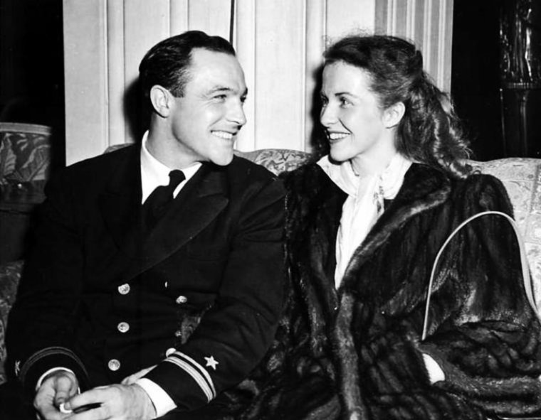 COUPLE DE LEGENDE / Gene KELLY épouse le 22 Septembre 1941, Betsy BLAIR avec qui il aura une fille, Kerry ; le couple divorce le 3 Avril 1957.