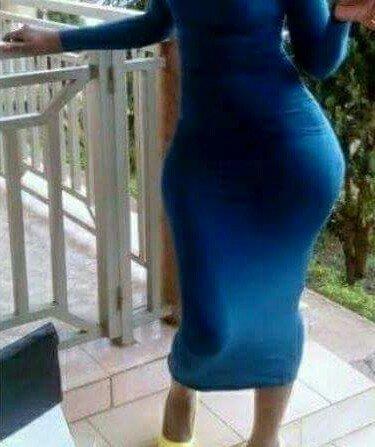 Robe bleu très moulante mais j adore metre