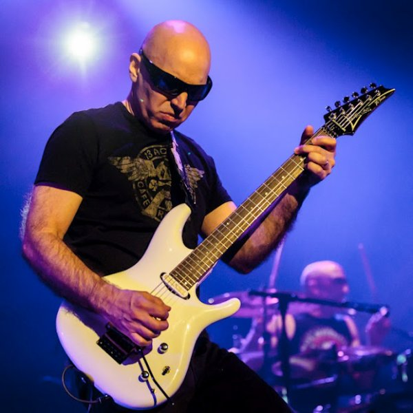 THE  extremist joe satriani <3