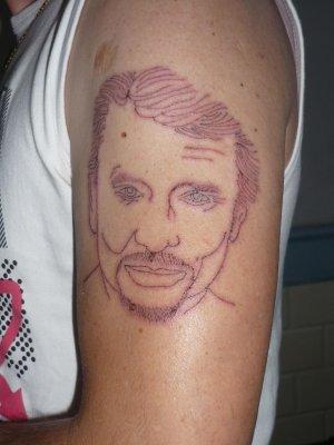 tatouage sur mon epaule gauche de Johnny Hallyday fait ce 02.06.2009