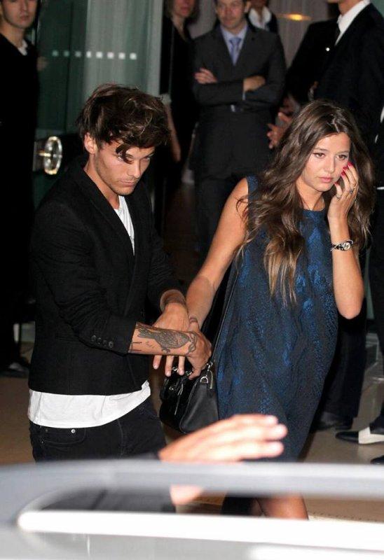 trop d'amour entre eux, laches lui la main stp