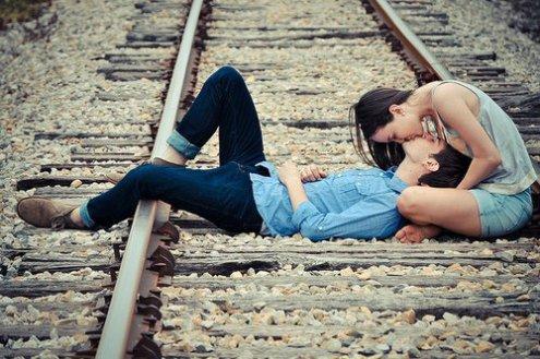 """""""L'amour c'est comme une cigarette, ça flambe comme une allumette, ça pique les yeux, ça fait pleurer, et puis ça s'envole en fumée"""".."""