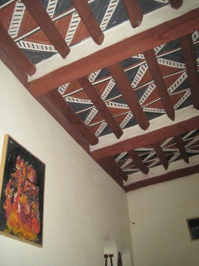 Plafonds suspendu au Maroc: Artisanat marocain de plafonds en bois, plafonds tendus, portes ornées, décoration traditionnel.