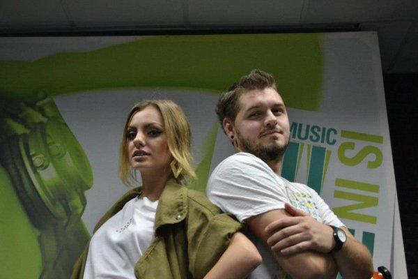 20/10/2012 : Alexandra Stan à la Pro FM et à la Radio ZU ( 3 dernières photos). + STARFLOOR