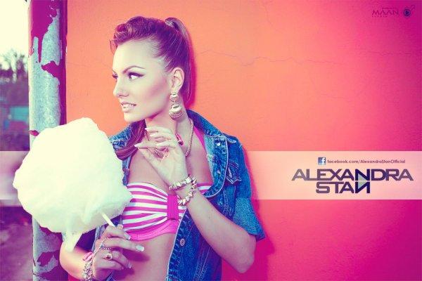 13/11/12 : Une nouvelle photo fait son apparition sur le Facebook Officiel d'Alexandra Stan !       Tweet : Cotton candy for everyone !!! Love you all.