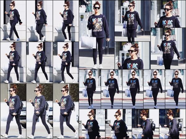 . 06.11.17 : Ashley Tis', lunettes sur le nez, a été aperçue faisant du shopping sur Rodeo Drive à Beverly Hills. Ash était de sortie dans les rues ensoleillées de Beverly Hills. Je suis totalement fan de ce look malgré que ce soit une tenue sportive !  .