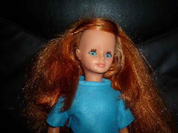 relooking pour cathie : elle était dans un état cata cela s'imposait ....rousse à la place du blond, des bas reprisés juste sur un coté et qui restent en bon état, les jambes également ...