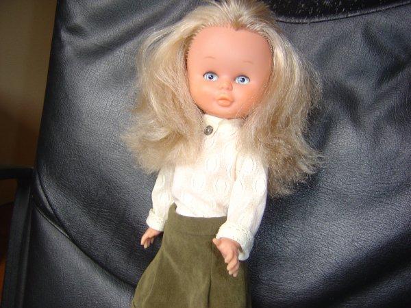 une autre très jolie Nancy, des petits défauts cependant comme des mèches coupées au dessus de la tête, le bout des cheveux un peu laineux, elle reste sublime avec des yeux magnifiques !