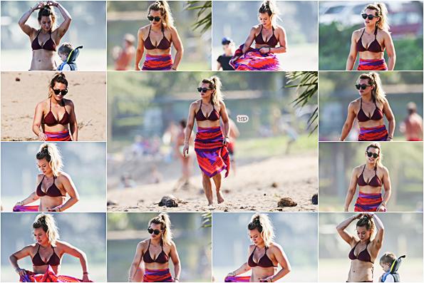 . ♦♦ ► 01 Janvier 2017 : Hilarya profité du soleil lors d'une balade sur les belles plages d'Hawaii avec Luca. ■Hilary est sublime sur ces photos, elle est rayonnante. Le soleil et la plage lui réussisse vraiment ! J'adore sa tenue de plage. TOP!■ .