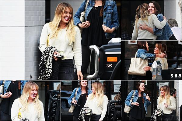 . ♦♦ ► 09 Janvier 2017 : Hilary Duffa passé du temps avec une amie au Joan's On Third à Los Angeles. ■Hilary D. est absolument rayonnante avec son amie. Côté tenue, je la trouve superbe ! Je n'ai absolument rien à redire. Un TOP !!!■ .