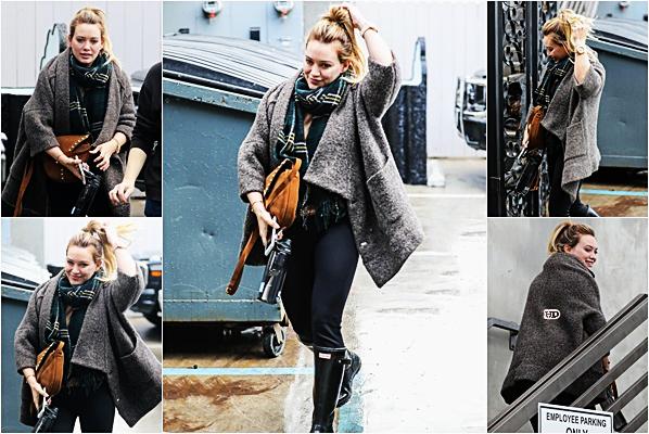 . ♦♦ ► 20 Janvier 2017 : Hilary D.s'est rendu dans un salon de coiffure à West Hollywood, Los Angeles. ■Hil' veut peut-être changer de tête on y est habitué, j'ai hâte de voir le changement. Côté tenue rien à dire, mis à part les bottes ...■ .
