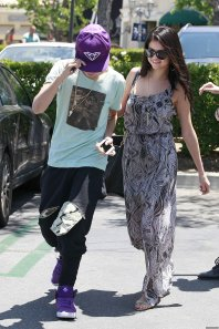 27/05/12: Selena et Justin à Calabasas en Californie
